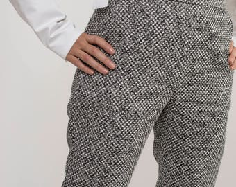 Capri pant is designed in a Black and white jacquard fabric