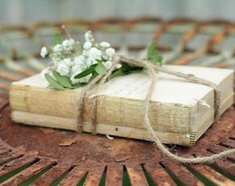 SET OF 20 Stacks of 2 Small Vintage Unbound Books Wrapped in Twine, Unbound Book Mini Centerpiece, Rustic Wedding Centerpiece, Naked Books