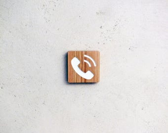 Wooden door plate with engraved phone pictogram