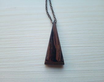 Wooden necklace with chain gold
