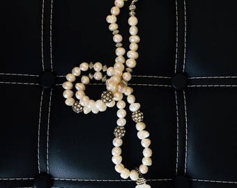 Natural Large Fresh Water Pearl Beaded Necklace with Mother of Pearl Feather Pendant