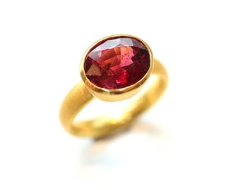 Ring of 900 Gold (22 carats) with rhodolite garnet