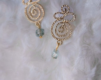 Gold earrings in metal with beads