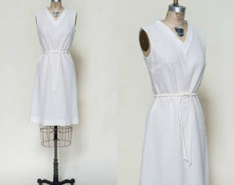 Vintage White Sheath --- 1960s Nubby Mod Dress