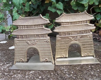 Vintage Brass Pagoda Bookends Mid Century Asian Brass Book Ends Chinese Asian FOlding Bookends Home Library Office Decor Desk Accessory