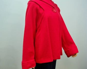 1950s Swing Jacket . Vintage Red Wool Topper . Huge Button . Full Sleeves . M L