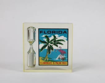 Lucite Florida Souvenir Sand Timer Hour Glass, Beach Scene, Florida Flamingoes Palm Trees, Retro Kitchen Timer 1970s Made in Hong Kong
