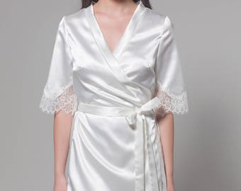 Bridal Robe, Wedding Lace Robe, Lace Bridal Robe, Getting Ready robes , Bridesmaid Robes, Ivory Robe,  Boudoir Robe, Silk Robe, Camila Robe