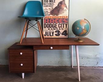 MID CENTURY MODERN 3 Drawer Desk (Los Angeles)