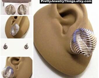 Avon Lined Shell Pierced Stud Earrings Silver Tone Vintage 1988 Sea Treasure Swirl Ribbed Folded Bend Discs Surgical Steel Posts
