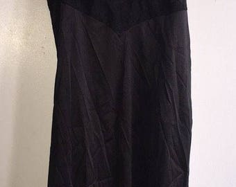 Vintage Women's Slip Made By Vanity Fair Size 36 USA Black Lace