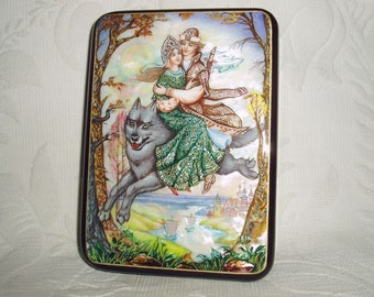 """Russian Lacquer box Fedoskino """" Ivan Tsarevich and the Grey Wolf"""" Hand Painted"""