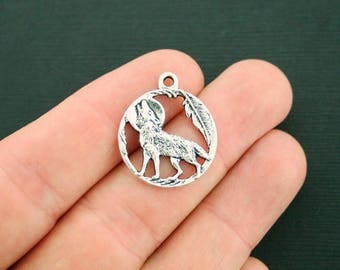 8 Wolf Charms Antique Silver Tone Full Moon - SC7128 NEW5