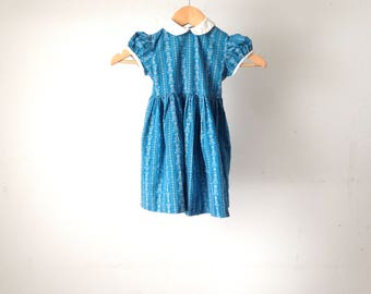 vintage TODDLER girl DRESS mid-century heart shaped buttons on blue FLOWER pinstriped dress with tie back wasit