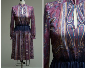 Vintage 1970s Dress • Regency and Revival • Purple Gold Printed 70s Day Dress Size Small