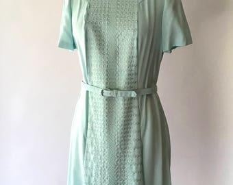 vintage 1960s dress / 60s mint green shift dress / size large