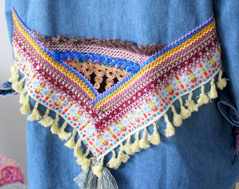 Chemise jeans broderies, pompons ethnique