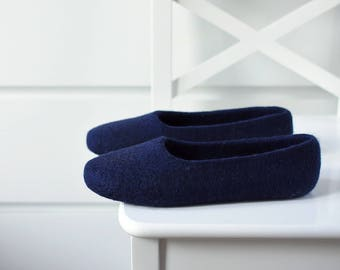 Navy felt slippers for women - Hand dyed wool slippers - Felted ballet flats - Indoor footwear women - Minimalist gift for her