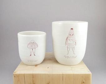 Tasse à café avec illustration Livre de peine. Collaboration avec la céramiste Parceline. Grand mug à café au lait, tasse expresso.