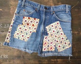 Womens Levi Strauss Flower Patch W32 Denim Shorts
