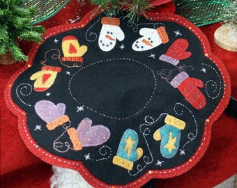 Christmas Wool Table Mat Pattern -  Wool Applique Patterns - Winter Decor - Candle Mat with Mittens #LRH 6732