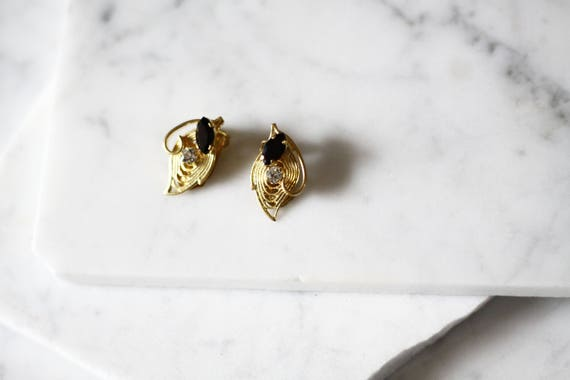 1980s gold onyx earrings // 1980s gold filigree earrings // vintage earrings
