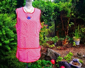 Vintage apron . Vintage tabard apron . Pinafore apron . Red gingham check apron . Land girl apron . Vintage housewife . Full length apron