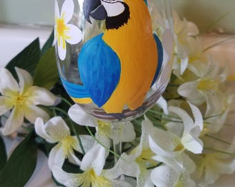 Macaw parrot wine glass