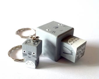 """Porte-clés Figurine cubique Kawaï """"Totoro"""" - peinte à la main"""
