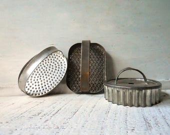Crimped biscuit, tart, pastry cutter & 2 kitchen hand presses – Metal vintage kitchen utensils collection, set of 3  /#0701