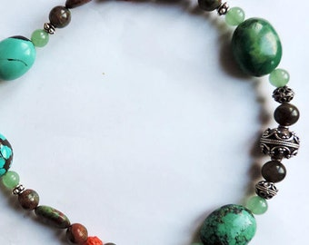 Silver and gemstones necklace : turquoise, aventurine, ryholite and red coral.