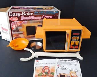 Working 1983 Betty Crocker Easy Bake Oven in Original Box, Kenner Dual-Temp Easy-Bake, With Instruction Book, Cookbook and Some Accessories