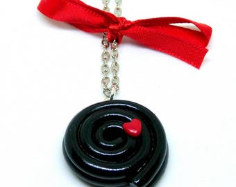 Necklace mid-length candy licorice with heart