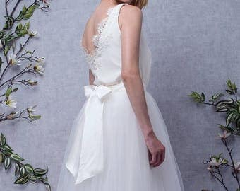 JUDITH // Long wedding dress in two pieces, silk top and French lace back nude, long skirt in tulle with traine, made to measure