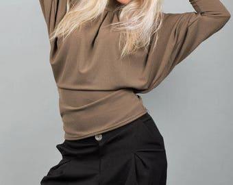 Bat sleeves and Turtleneck T.38 khaki sweater