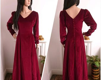 Vintage Velvet Floor Length Deep Red Dress Gown 1930s 40s Goth Vamp / UK 10 / EU 38 / US 6