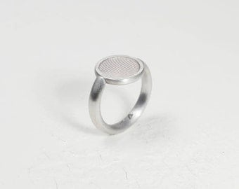 """Ring """"Romantic Vs. Individualism""""_Sterling Silver_Structure Of an Old Button_Design-Upcycling"""
