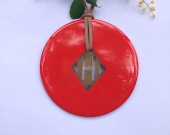 Delightful buffalo Horn pendant orange red lacquer // circle horn pendant // bijoux en corne et laque // gift for her [TTC081]