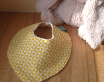 Bandana bib Scandinavian, yellow triangles