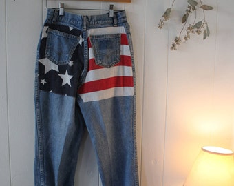 Fredericks of Hollywood // Levi's 80s Vintage High Waisted American Flag Mom Jeans