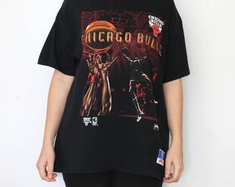 90s Chicago Bulls Tshirt - black vintage Nutmeg mills t-shirt - NBA Michael Jordan Scottie Pippen basketball team champions sports - size L