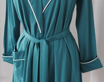 1970's Vintage Vanity Fair Robe/ Size 10