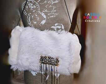 Manchon fausse fourrure blanche , perles Swarovski , polaire