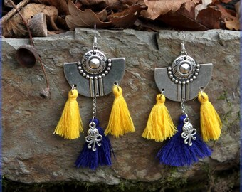"""The sea"" and its tassel earrings"