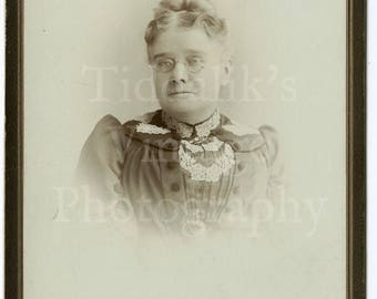 Cabinet Card Photo - Victorian Woman Wearing Oval Glasses Spectacles, Puffed Sleeve Dress Portrait - Gas & Hunt London - Antique Photograph