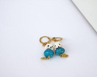 boucles d'oreilles dormeuses pendantes Léon mon hérisson sur sa perle bleue turquoise veinée or