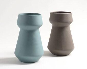 flower pot ceramic, flower vase, pottery vase, ceramic pot, wedding centrepiece, wedding vase, ceramic vase, modern minimalist, modern vase