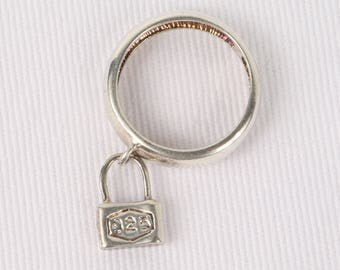 1970's Sterling Band with Dangling Lock Charm, size 7, Excellent Cond., 5mm Wide. Marked .925.