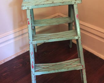 Vintage Metal Step Ladder/Chippy Paint Step Ladder/Shabby Chic Step Stool
