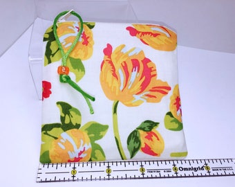 Bright Floral Small Waterproof Pouch, Reusable Bag, Zipper Wet Bag, Quick Dry Design, Reusable Feminine Products, Pacifier Pouch, PUL Lining